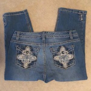 21 Bedazzled & Embroidered Jean Capris. Sz10